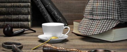 (© aruba2000/stock.adobe.com) LSSECRETS6-112516-adobe Sherlock Holmes Concept. Private Detective Tools On The Wood Table Background. Deerstalker Cap,  Magnifier, Key, Cup, Notebook, Smoking Pipe.